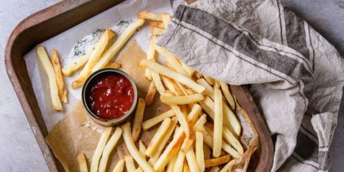 ¿Sufría de ketchupfilia? Mujer golpea a trabajadores de local de comida rápida porque no había ketchup