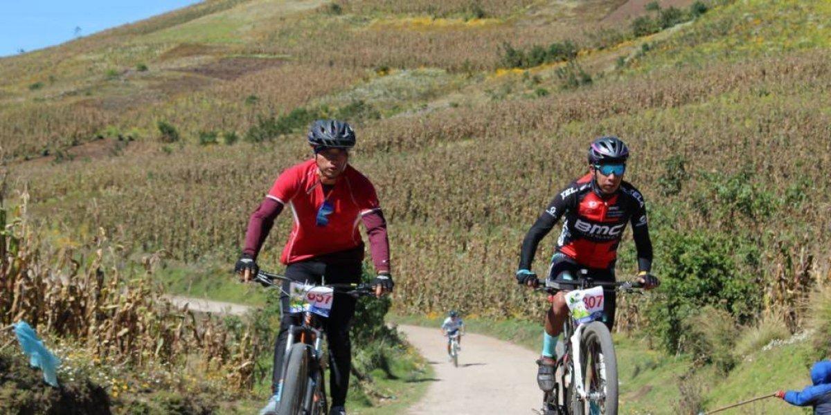 Más de mil ciclistas participan en la travesía Mountain Bike