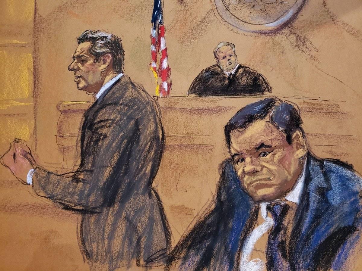 """Reproducción fotográfica de un dibujo realizado por la artista Jane Rosenberg donde aparece el abogado Jeffrey Lichtman (i), mientras presenta sus recursos frente al juez Brian cogan (c) y su cliente el narcotraficante mexicano Joaquín """"El Chapo"""" Guzmán (d), durante el primer día de su juicio hoy, martes 13 de noviembre de 2018, en el tribunal del Distrito Sur en Brooklyn, Nueva York (EE.UU.). El mexicano Joaquín """"el Chapo"""" Guzmán afronta las acusaciones por narcotráfico, que le pueden costar la cadena perpetua, después de que el tribunal de Nueva York haya escogido a los 12 miembros del jurado que dirimirá su culpabilidad EFE/Jane Rosenberg"""