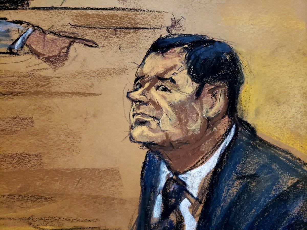 """Reproducción fotográfica de un dibujo realizado por la artista Jane Rosenberg donde aparece el narcotraficante mexicano Joaquín """"El Chapo"""" Guzmán mientras reacciona durante el primer día de su juicio hoy, martes 13 de noviembre de 2018, en el tribunal del Distrito Sur en Brooklyn, Nueva York (EE.UU.). El mexicano Joaquín """"el Chapo"""" Guzmán afronta las acusaciones por narcotráfico, que le pueden costar la cadena perpetua, después de que el tribunal de Nueva York haya escogido a los 12 miembros del jurado que dirimirá su culpabilidad. EFE"""