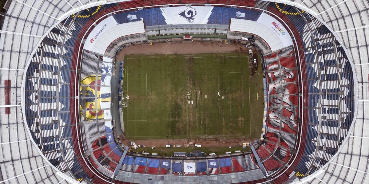 LMB se burla del césped del Estadio Azteca