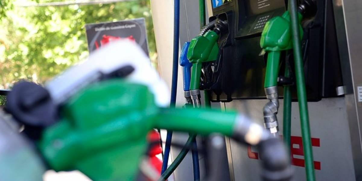 Precio de las bencinas baja nuevamente este jueves