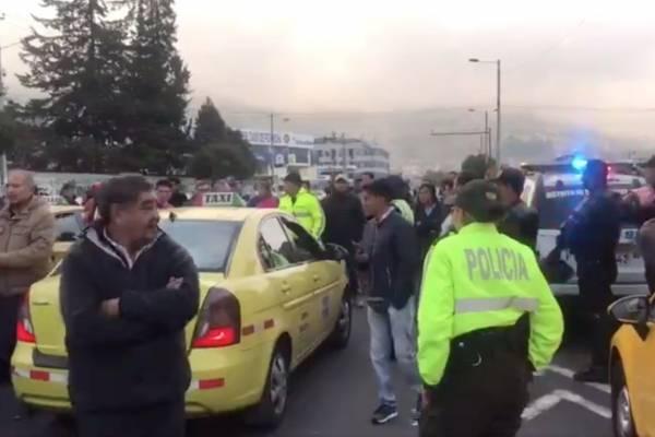 Aglomeración de taxistas en la Tribuna del Sur