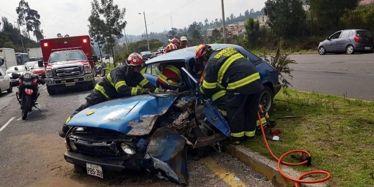 Quito: Dos heridos por accidente de tránsito en la avenida Simón Bolívar, sector de Carapungo