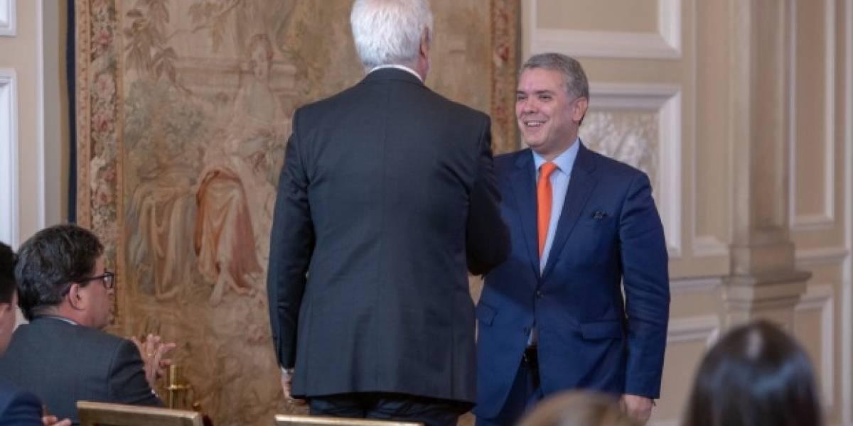Peñalosa y Duque firman convenio para nuevas troncales de TransMilenio