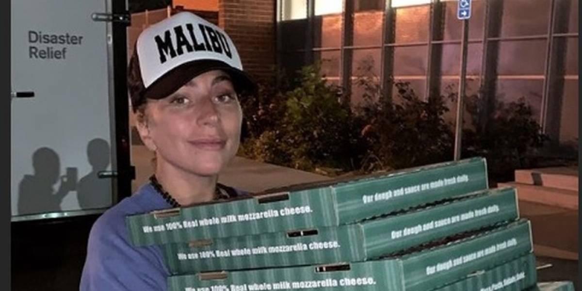 Lady Gaga faz surpresa e emociona moradores desabrigados na Califórnia
