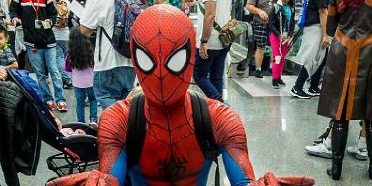 Niña hace pataleta porque no la dejaron ser Spiderman en obra de Navidad