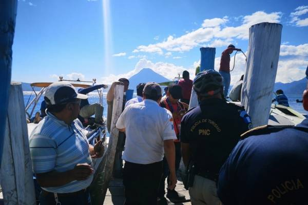 Lancha se hunde en lago de Atitlán