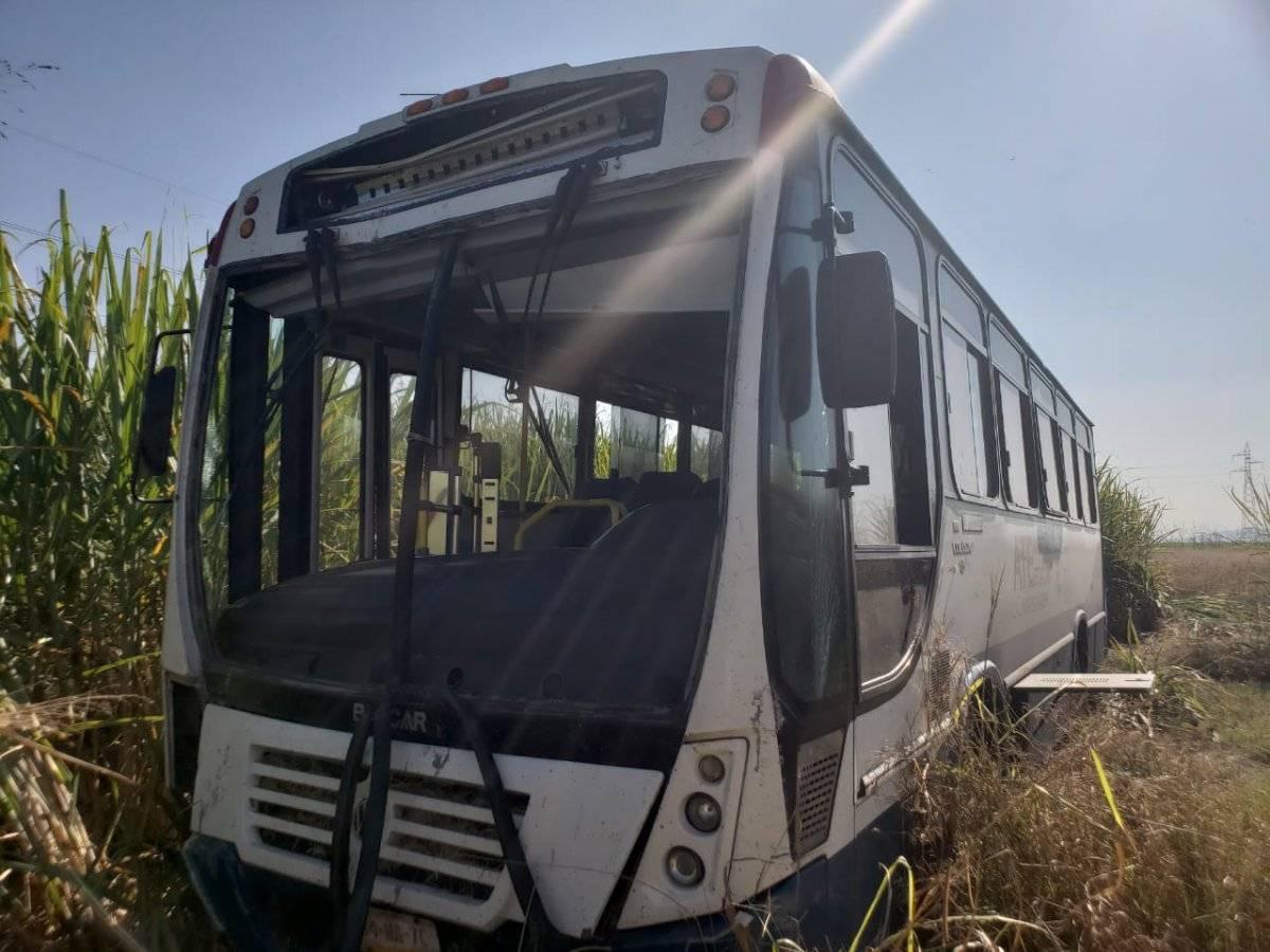 Se sale del camino autobús con estudiantes de la UdeG