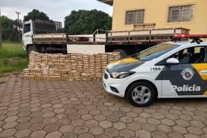 https://www.metrojornal.com.br/foco/2018/11/15/homem-e-preso-transportando-mais-de-mil-tijolos-de-maconha.html