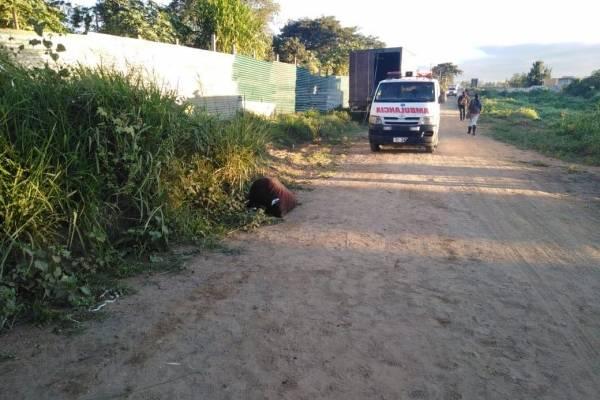 Cadáver envuelto en sábanas en Villa Nueva