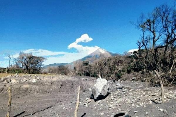 Cientos de personas evacuadas por fuerte erupción volcán de Fuego Guatemala