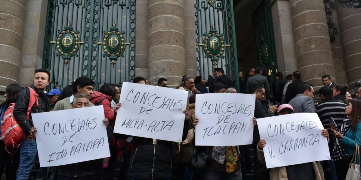Concejales arman protesta afuera del Congreso de la CDMX