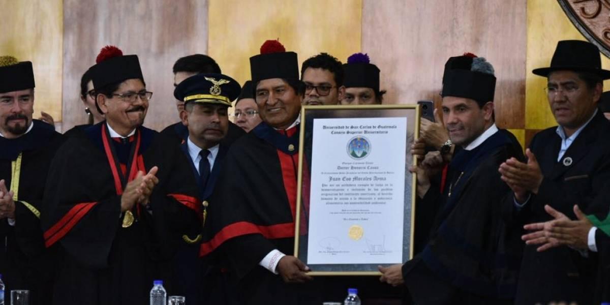 """Evo Morales es reconocido como """"referente de libertad"""" en la USAC"""