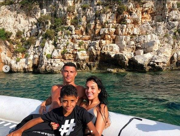 Cristiano, Georgina y su hijo Cristiano Junior en Mónaco