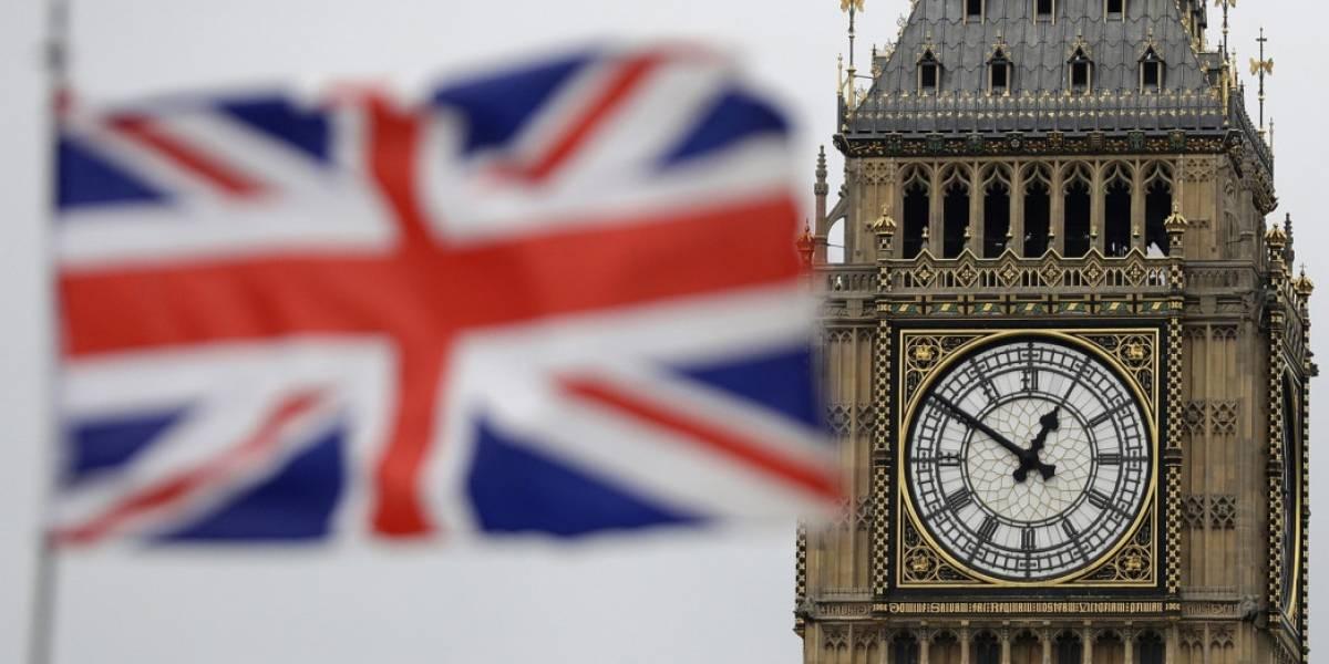 Crisis total en el Reino Unido: ola de renuncias remecen al gobierno tras aprobación de acuerdo por el Brexit