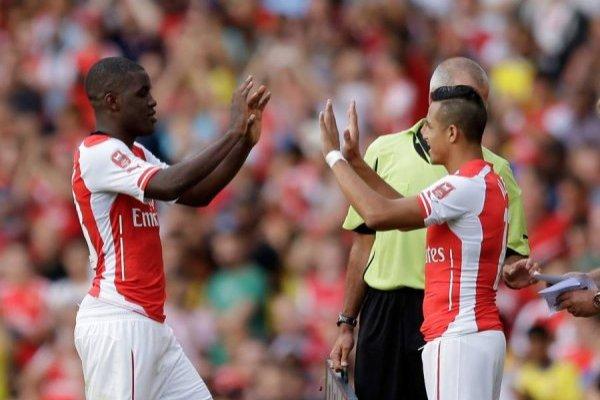 Campbell y Alexis fueron compañeros en Arsenal / Foto: AP
