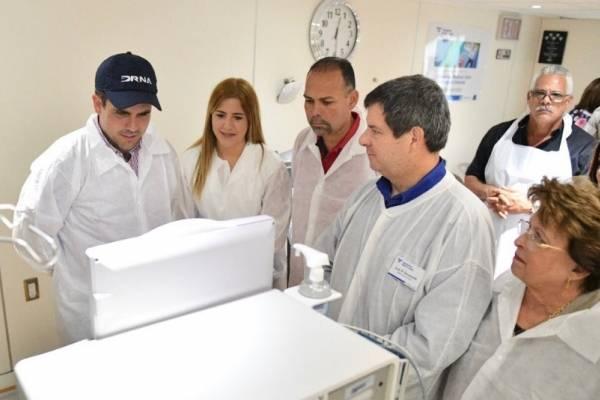 Gobernador Rosselló visita centros de salud en Vieques