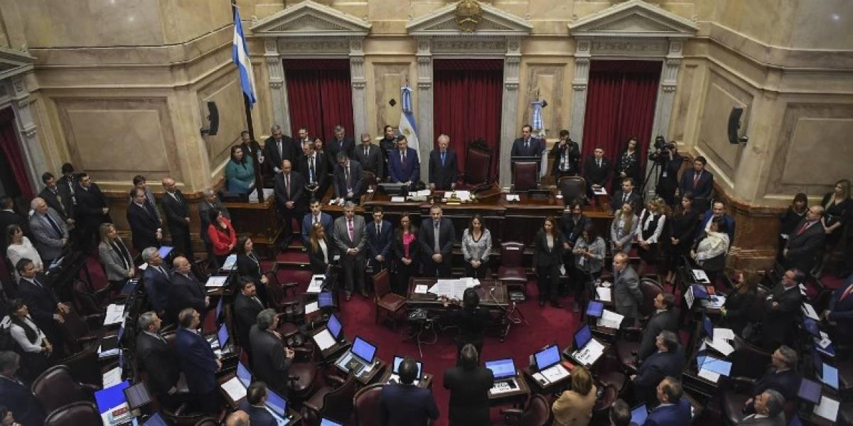 Argentina aprueba austero presupuesto ajustado al pacto con el FMI