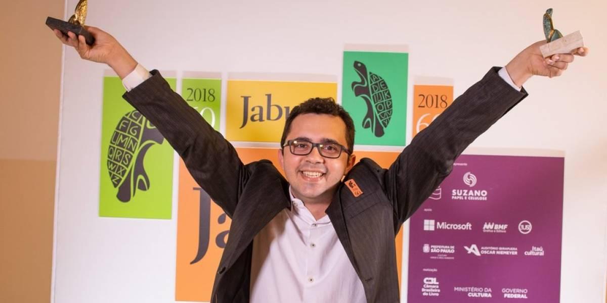 Prêmio Jabuti: Poeta do sertão faz história ao vencer com livro escrito à mão