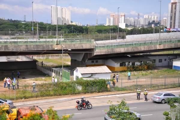 Viaduto cede Marginal Pinheiros