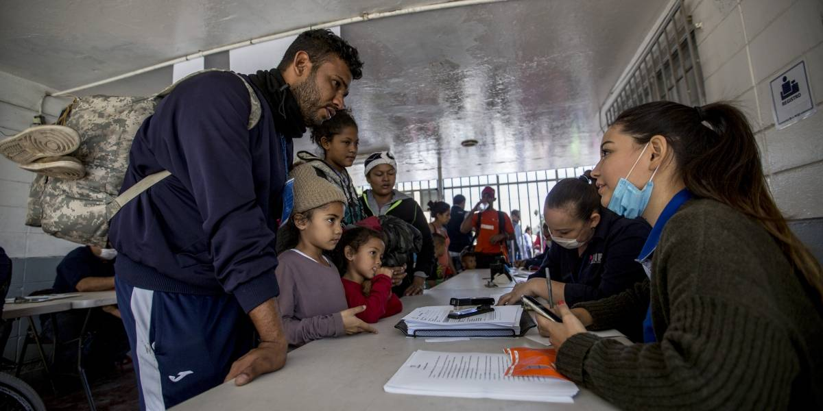 Instalan mesa interinstitucional para atender caravana migrante en BC