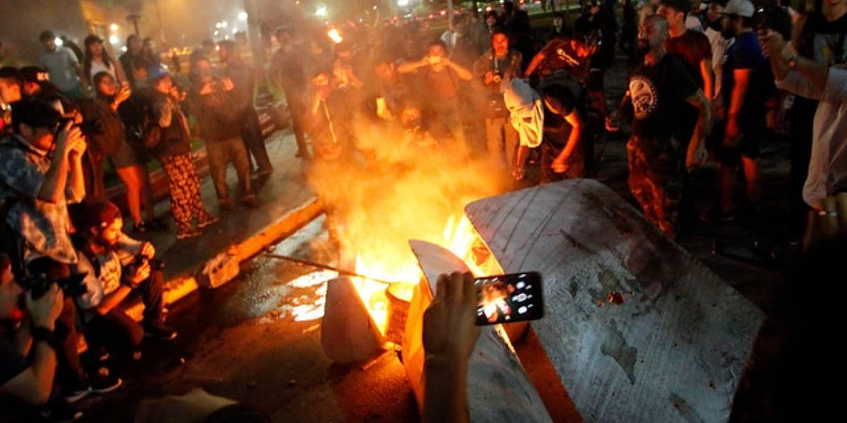 Manifestaciones en Santiago tras muerte de Camilo Catrillanca dejan 40 detenidos: bus del Transantiago y varias Mobike fueron quemadas