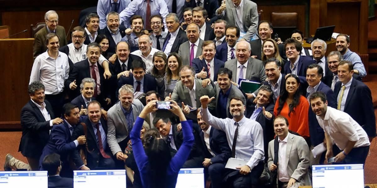 Diputados despachan Presupuesto 2019 tras maratónica jornada, proyecto pasa al Senado y celebran con selfie en el Congreso