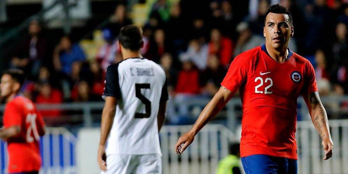 Esteban Paredes vuelve a hacer historia: es el jugador de campo más viejo en defender a la Roja
