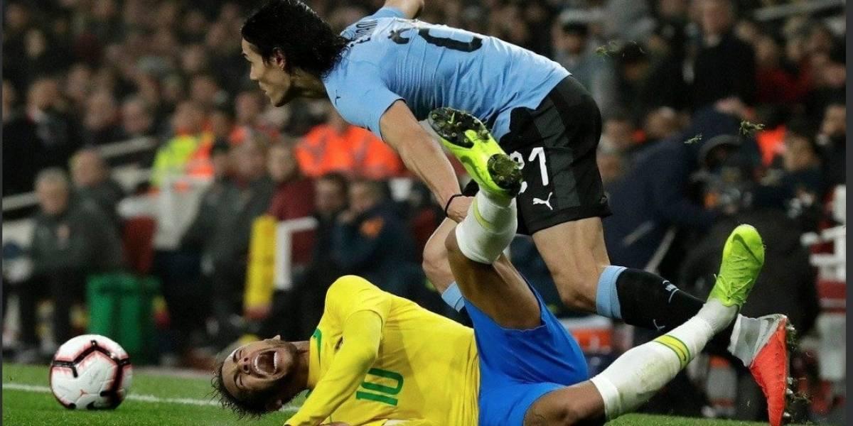 El duro cruce de Neymar y Cavani en el amistoso entre Brasil vs Uruguay