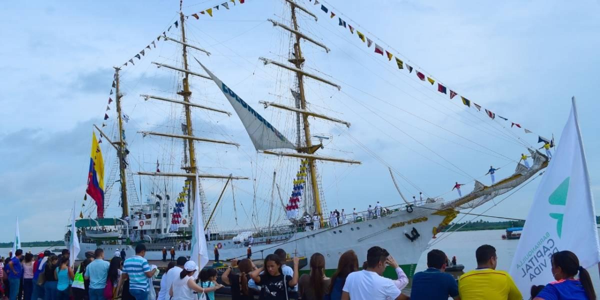 Miles de barranquilleros disfrutan del Buque Gloria anclado en el Malecón del Río