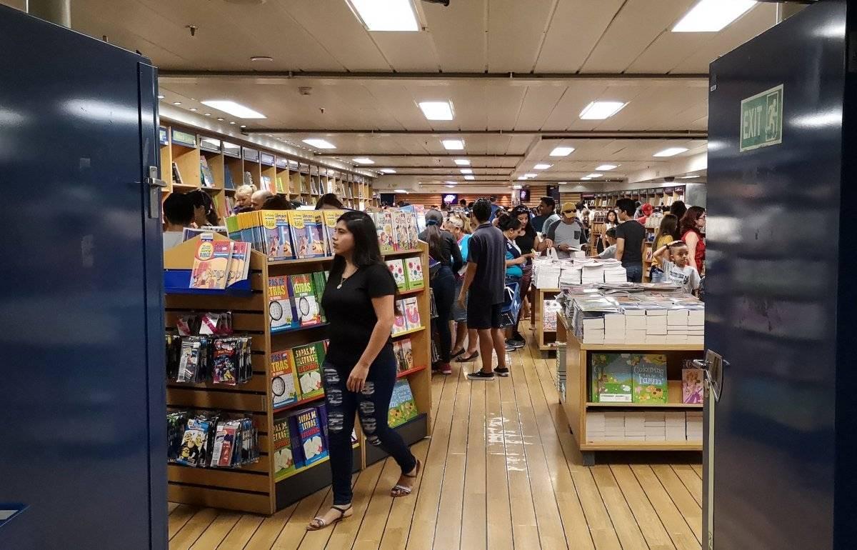 Librería flotante más grande del mundo abre al público en puerto de Ecuador