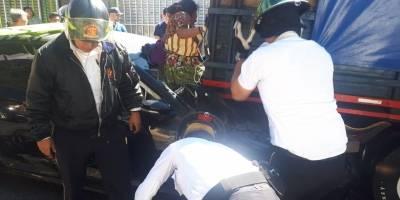 Mujer resultó herida en accidente de tránsito.