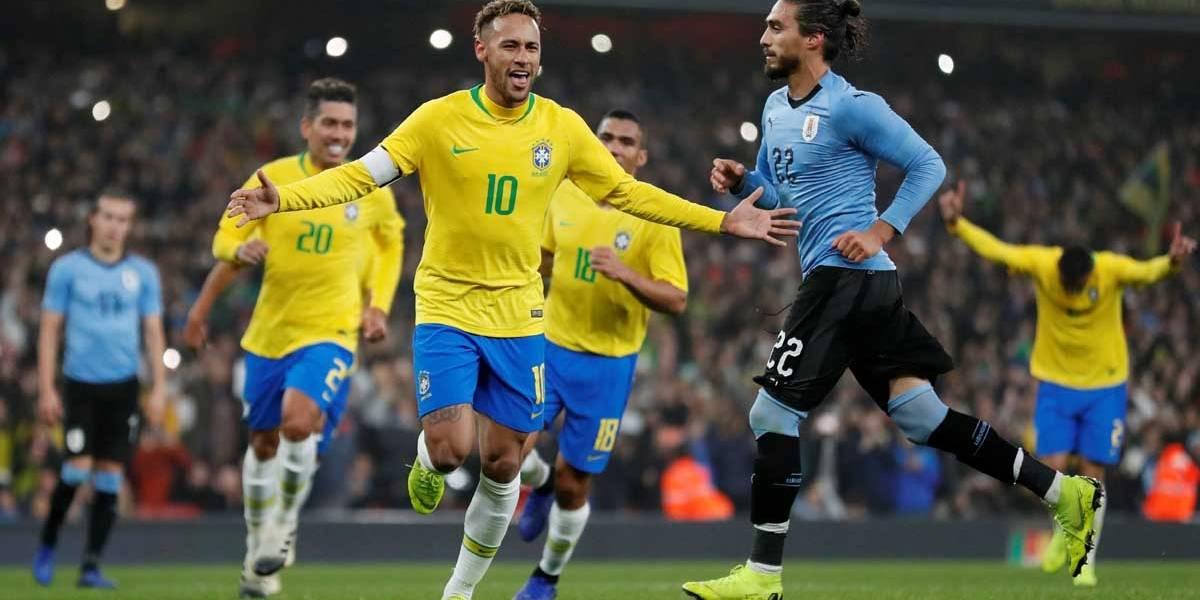 Tite tira braçadeira de Neymar e Daniel Alves será o capitão na Copa América