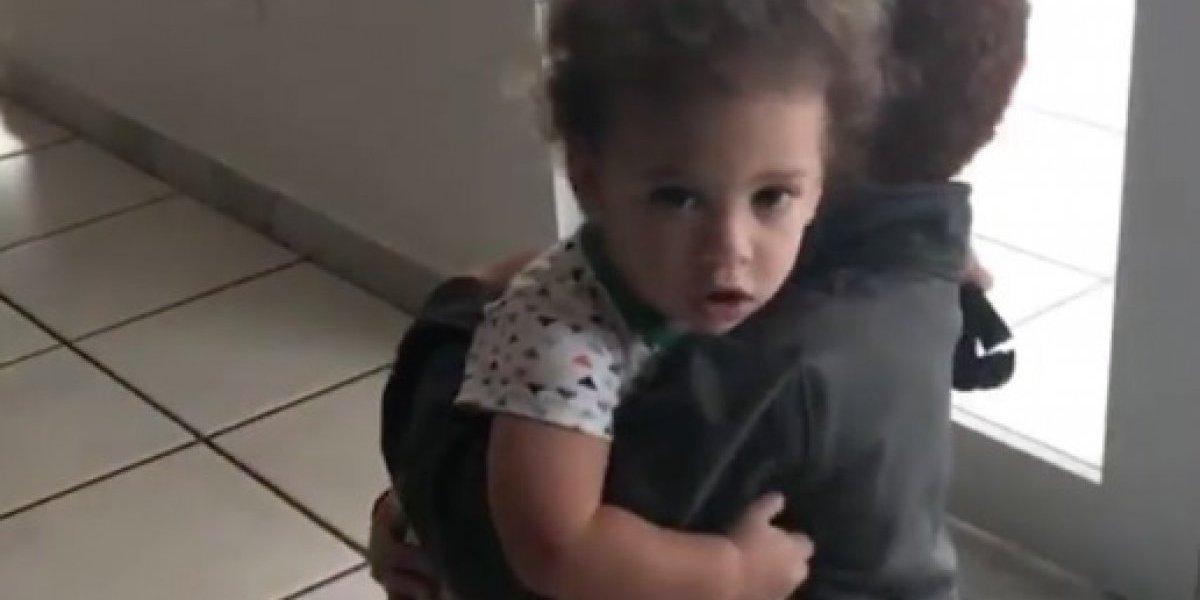 El tierno abrazo de los hijos de Burbu y Larry Ayuso