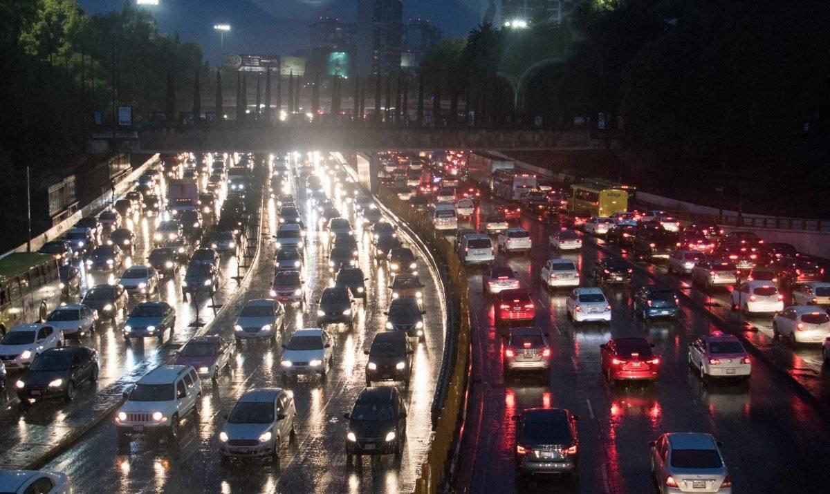 También los autos generan congestión vehicular Foto: Cuartoscuro