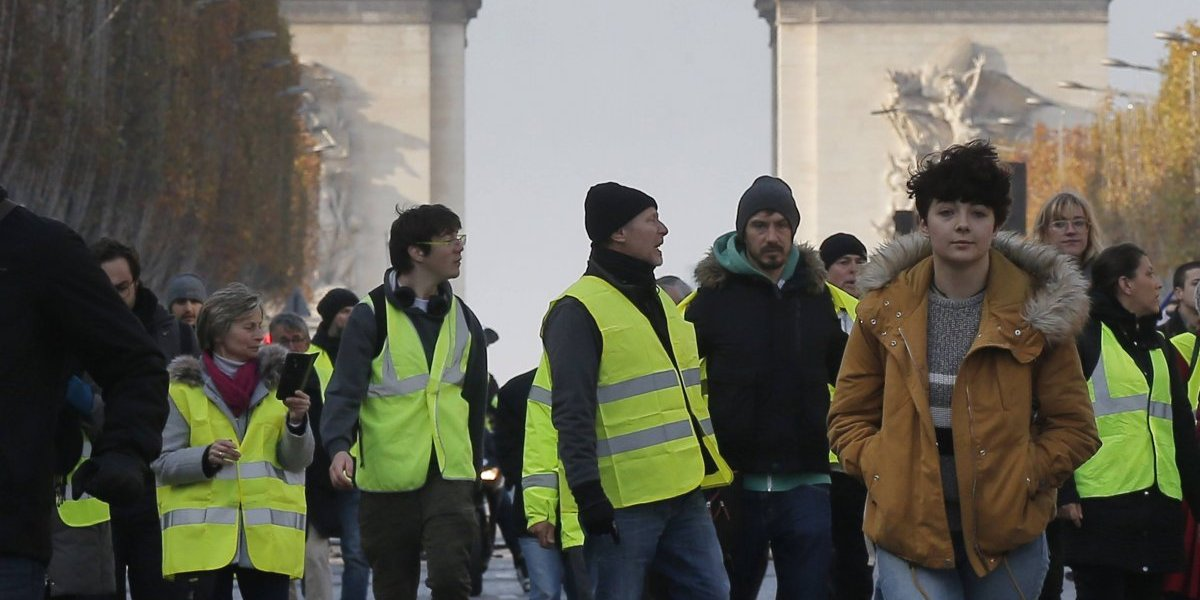 Francia: un muerto y más de 100 heridos en protesta por combustibles