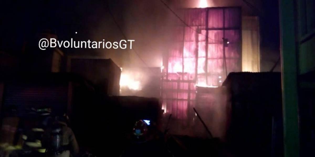 Incendio consume locales en el mercado de Chimaltenango