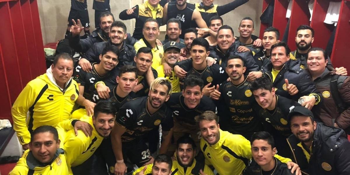 VIDEO: Maradona armó la fiesta en el vestidor de Dorados tras pase a semifinales