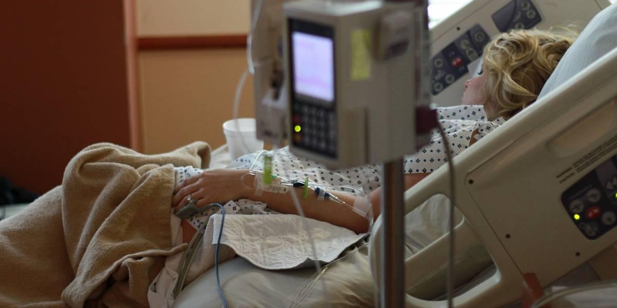 Escritora demanda a hospital por reanimarla sin su autorización