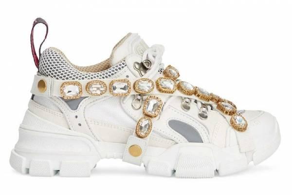 7546717b ... de Gucci que combina zapatos deportivos y joyas. Un calzado que no te  hará pasar desapercibida ¡jamas! ... ¿Te atreverías a usarlos?