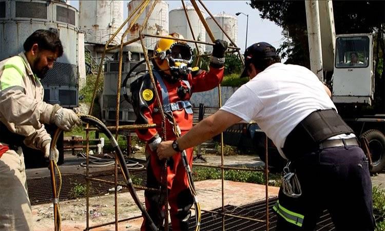 Julio realiza dos veces al mes una inmersión en el drenaje de la CDMX UNO TV
