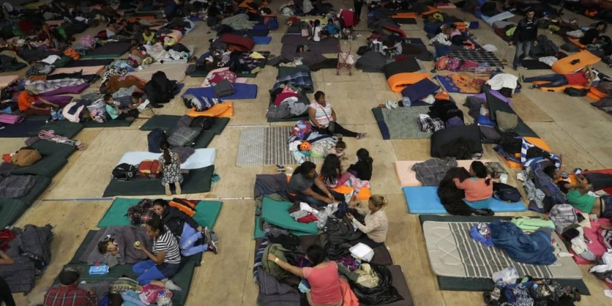 """A chegada da caravana de migrantes à fronteira dos EUA: """"Não nos querem aqui, fomos recebidos com pedras"""""""