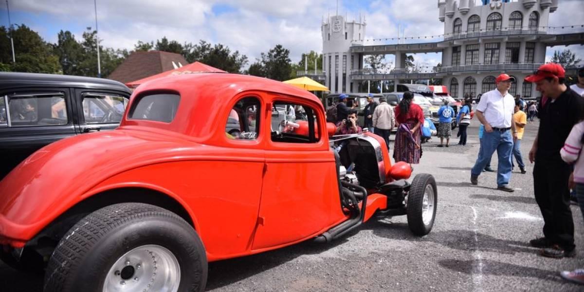 """EN IMÁGENES. """"El Rock de los Carros"""" abre sus puertas a los amantes de los autos clásicos"""