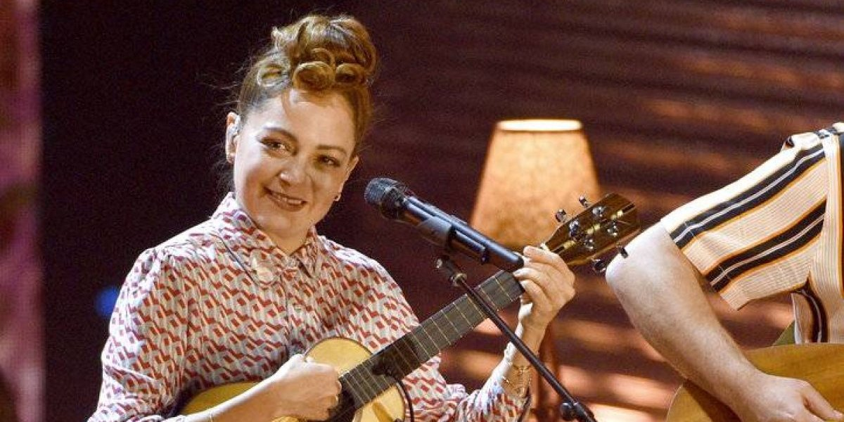 Natalia Lafourcade desmiente enojo por premio de Maluma en los Latin Grammy