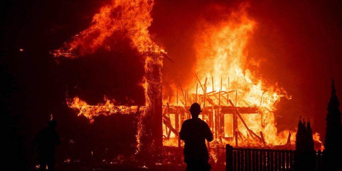 Vientos entorpecen la labor de bomberos en California: incendios forestales ya han cobrado la vida de al menos 76 personas