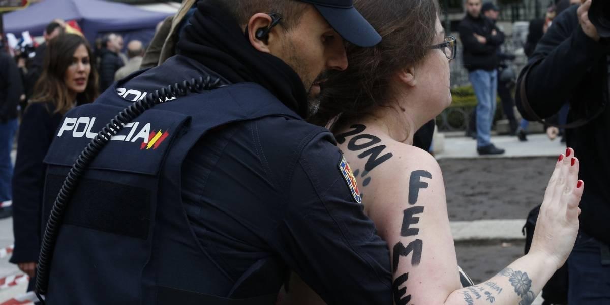 Activistas feministas interrumpen acto por Franco en Madrid
