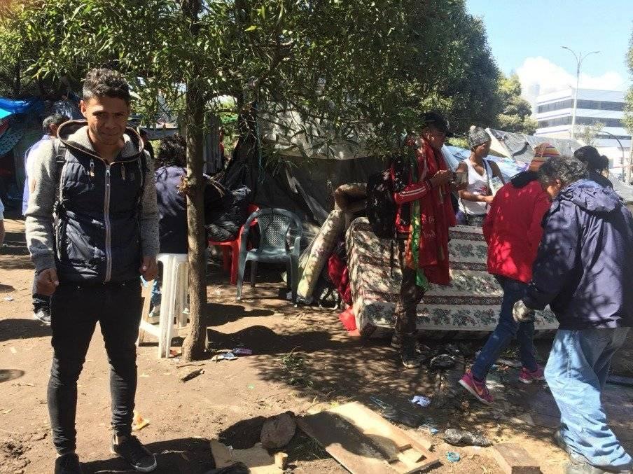 Autoridades desalojan a migrantes venezolanos de Carcelén