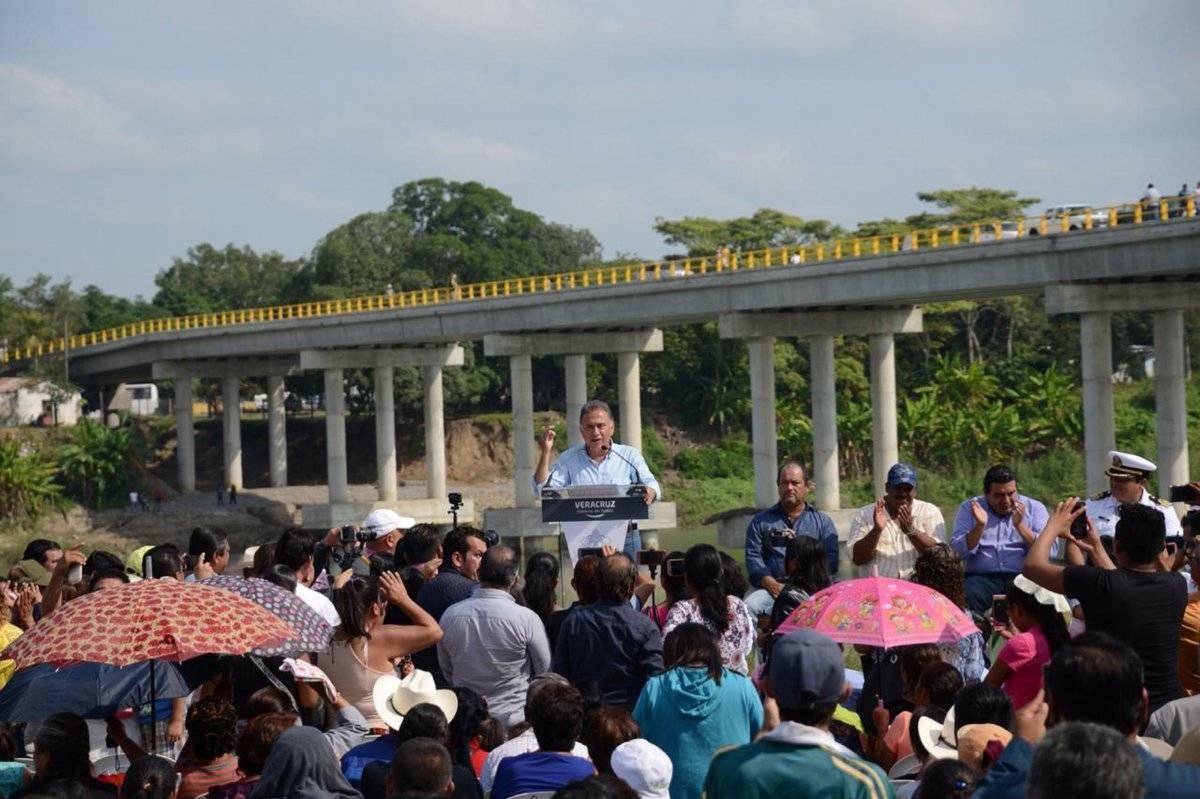 El gobernador de Veracruz firmó un decreto para que este puente siempre sea gratuito. Foto: Notimex