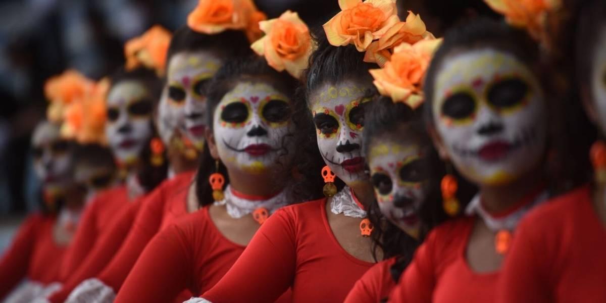 Bandas escolares conmemoran las tradiciones latinoamericanas del Día de Muertos